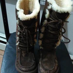 Brown ugg tie up snow boots